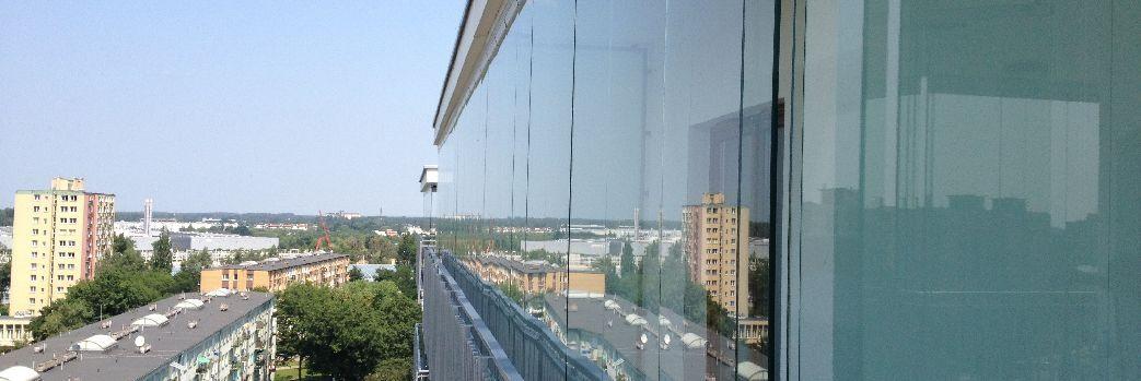 Bezramowy system zabudowy balkonu