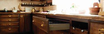 Klasyczne drewniane meble