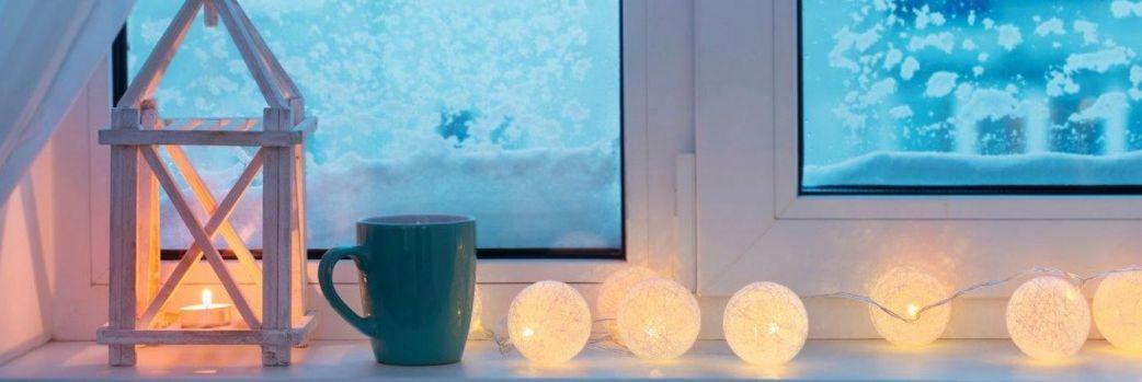Świąteczna aranżacja okien. Pomysły na modne dekory