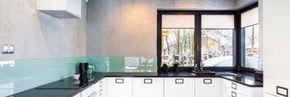 Zimowy dom betonem malowany