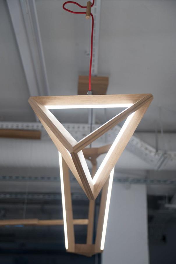 nowoczesna lampa z drewna