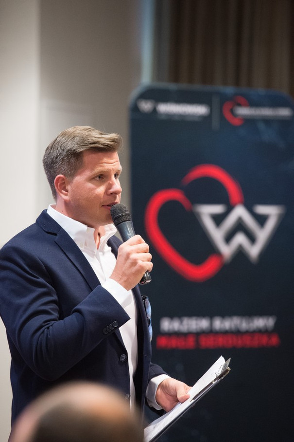 filip chajzer na konferencji wiśniowski