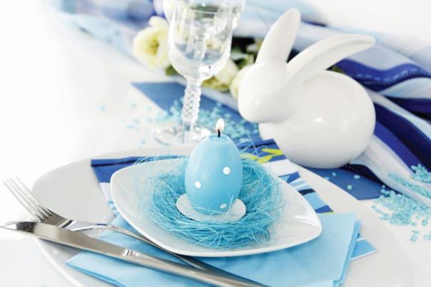 wielkanocny stół błękit