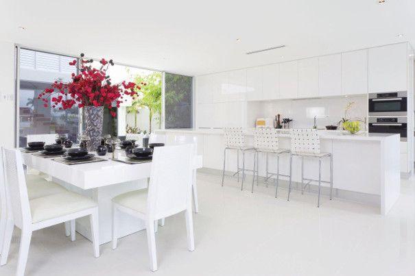 kuchnia biała z połyskiem