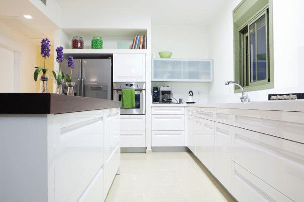 biała kuchnia szary blat