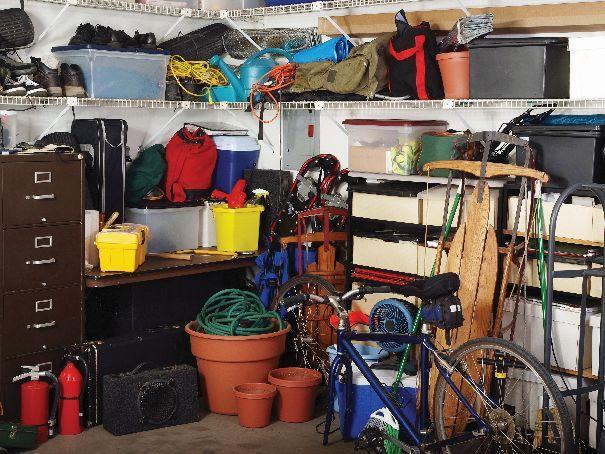 Garaż to specyficzne miejsce – już nie na zewnątrz, ale jeszcze nie w domu.